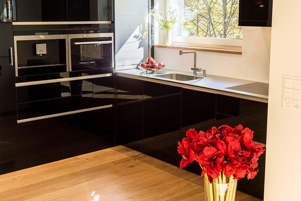 Küche in der Ferienwohnung in Vals